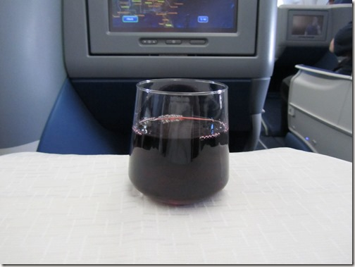 Delta 767 with Flat Bed Meal Service Drink 2.jpg